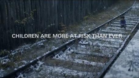 颠倒的世界——反战感人公益广告 3.png